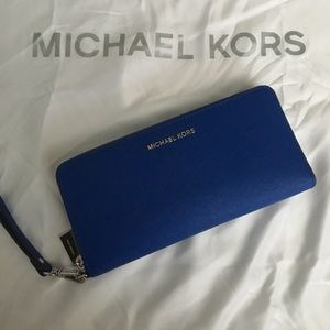 Michael Kors Jet Set Large Smartphone Wristlet
